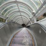 Eine lange Outdoor Rolltreppe